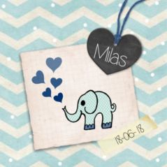 Drieluik zigzag geboortekaartje vintage olifant voor een jongen met chevron patroon, oude papiertjes, krijt hart, tape en hartjes #geboortekaart #zoon #zoontje #olifantje