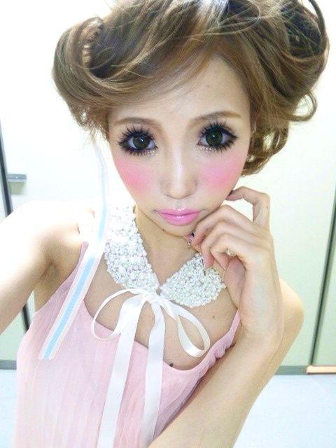 Sweet Gyaru Makeup - I'm way into this look.
