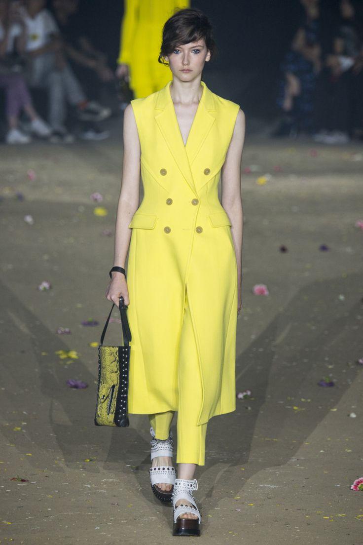 Желтый на подиумах Нью-Йорка и Лондона   Мода   Тенденции   VOGUE