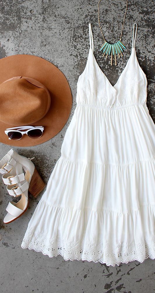 Loving the flowy white dress paired with the cute hat! Perfect for a country session!