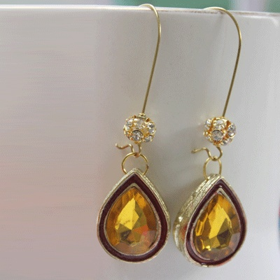 Crystal yellow earrings that suits the bright sunshine dress of yours !!