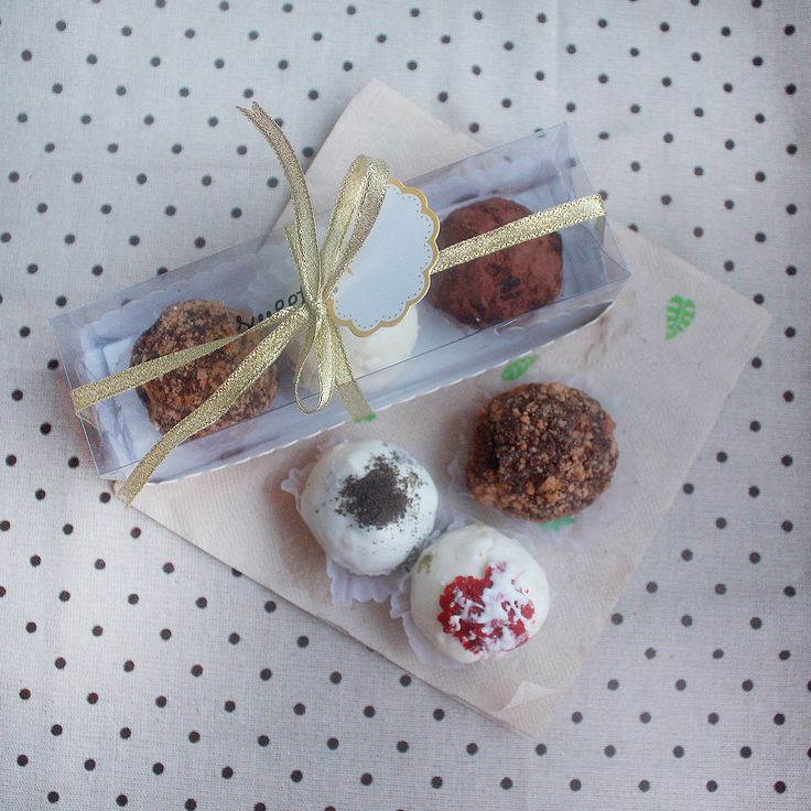 Box of 3 Assorted Chocolate Truffles for only Php 100. You may choose from the following flavors: Classic Chocolate, Dark Chocolate, White Chocolate, Peanut Butter, Cookies & Cream, Red Velvet, Matcha, and Salted Smores. Sweetlings Chocolate Truffles operates in Manila, Philippines.