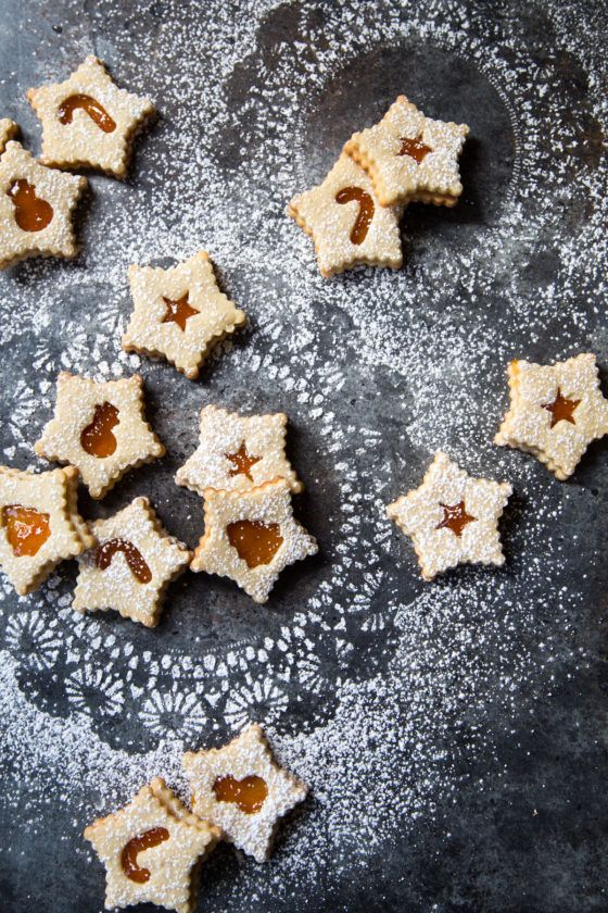 Apricot Almond Linzer Cookies - filled with apricot preserves, these are a #christmas #cookie must have!