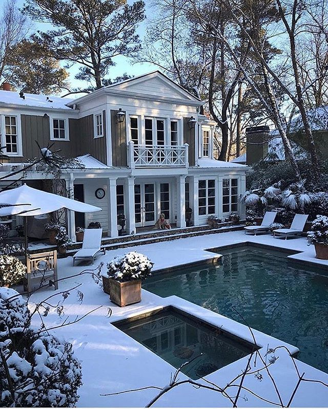 Snow day in Georgia.....Tag a friend who would love this too!.... credit: @robertdnorris . . . . . #fixerupper#newhome#designideas#instaluxe#designporn#interiorinspiration#homeinspo#instadesign#luxuryhome#designlovers#interiorstyle#homeideas#casa#hogar#designinspo#homedecor#realestate#fashionaddict#homeinspo#design#thewelldressedhouse#curbappeal#snowday#landscapelovers