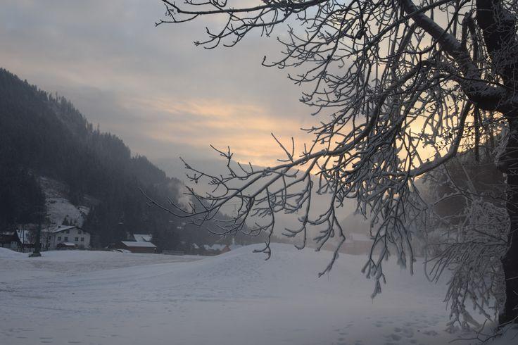 Wunderschöner Winter-Abend nach frisch gefallenem Neuschnee - wir genießen diesen frostigen Abend in Bad Kleinkirchheim, Kärnten   www.almrausch.co.at