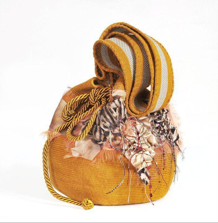 Como toda una embajadora del estilo y el diseño de modas en Colombia, Silvia Tcherassi ha creado su propio imperio de moda y estilo de vida, siempre de lado de sus raíces y su visión sobre la belle…