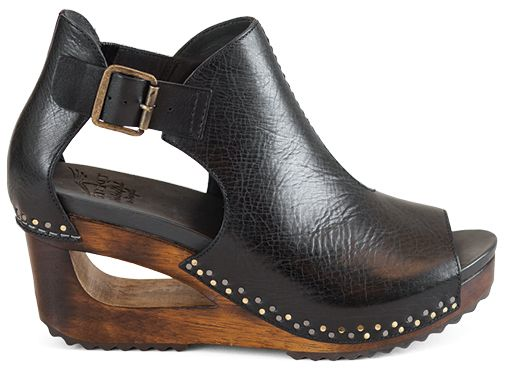 Our latest obsession: Dansko Sable, part of the Santos collection | 1000s of comfortable women's shoes reviewed at www.BarkingDogShoes.com