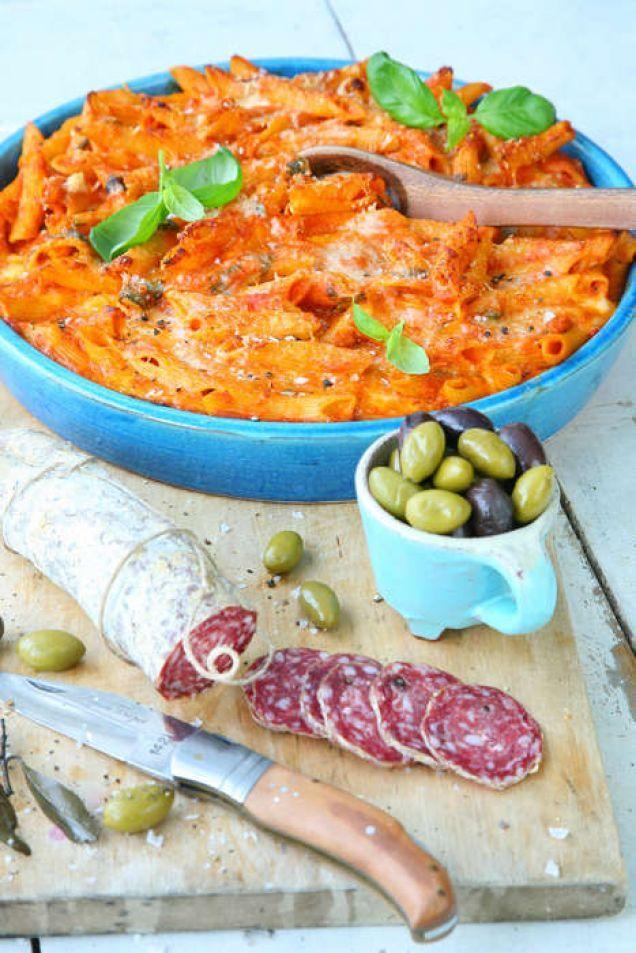 Vegetarisk pastagratäng som är perfekt att servera tillsammans med ett fat blandade italienska charkuterier, oliver och rucolasallad. Eller gör som italienarna: servera charkuterierna som antipasto före pastan.