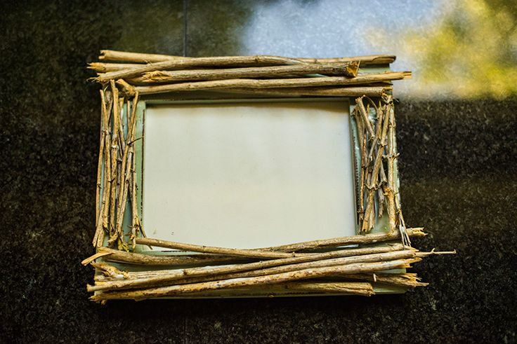 DIY Rustic Twig Frame, DIY Rustic Decorations, crafts with branches, DIY ideas, rustic wooden picture frames, make your own picture frame, kendi cerceveni kendin yap, el isi projesi