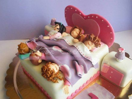 Pajama party cake...too cute  #petiteplume #kidspajama #pajamaparty http://www.petite-plume.com/