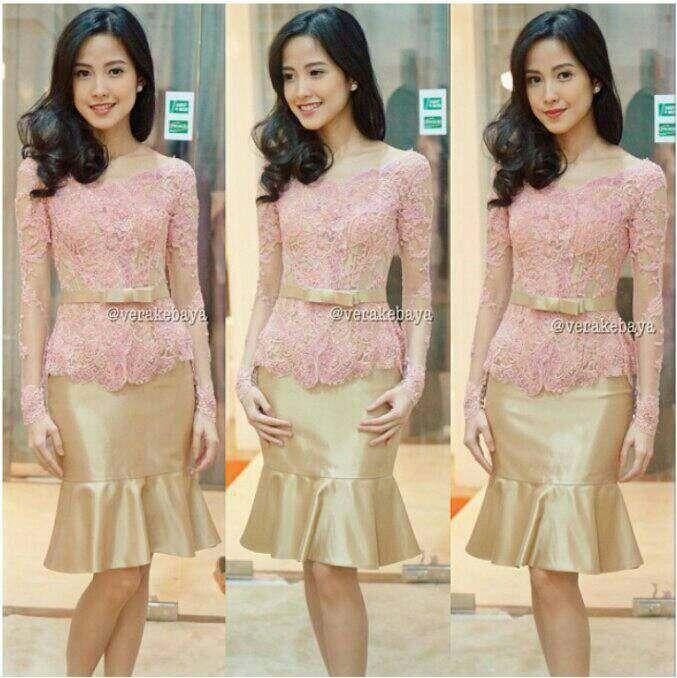 93+ Foto Model Kebaya Wisuda Warna Peach Terlihat Cantik