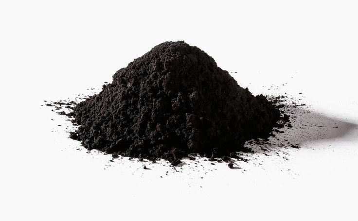 Black mask fai da te al carbone, per rimuovere in punti neri e le impurità.