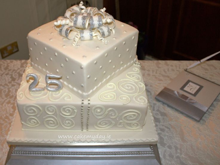 Best 25 25th wedding anniversary cakes ideas on pinterest for 25 year anniversary decoration ideas