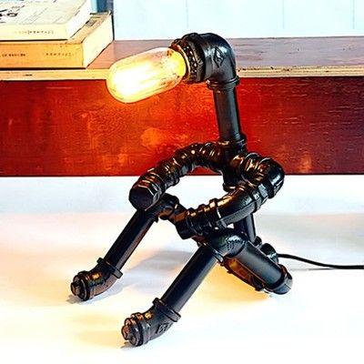 LAMPA LAMPKA SIEDZĄCY LUDZIK Z RUR WODNYCH