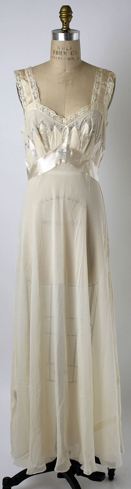 Met Museum of Art  Nightgown  Date:    1952  Culture:      American  Medium:      silk  Dimensions:      Length at CB: 48 in. (121.9 cm)  Credit Line:      Gift of Diane Kalman Hallenbeck, 1989  Accession Number:      1989.38.2