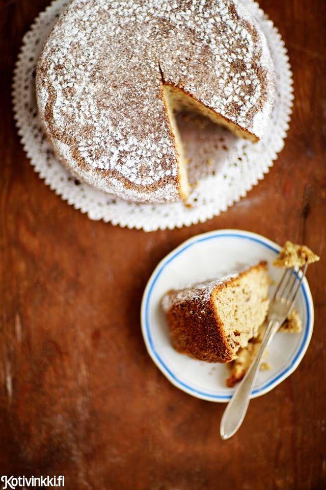 Taatelikakku on joulun klassikko. Aromikas kakku on näyttävä, kun sen koristelee tomusokerilla.
