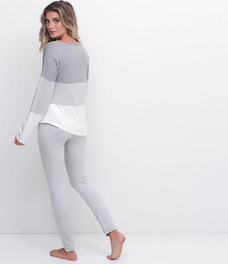 Pijama feminino  Manga longa   Blusa com cava deslocada   Legging em viscolycra   Composição: 96% viscose 4% elastano       Medidas da modelo:     Altura: 1,77  Busto: 83  Cintura: 58  Quadril: 87     COLEÇÃO INVERNO 2017     Veja outras opções de    pijamas femininos.