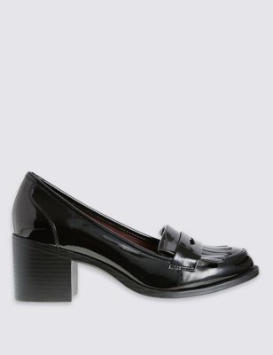 43,95€ Complement a chic everyday outfit with these staple loafers. Endorsed by the UK College of Podiatrists, Insolia Flex® makes walking in flats more comfortable by insuring your foot is correctly placed within your shoes, and improving the natural rotational movement of the ball of the foot.