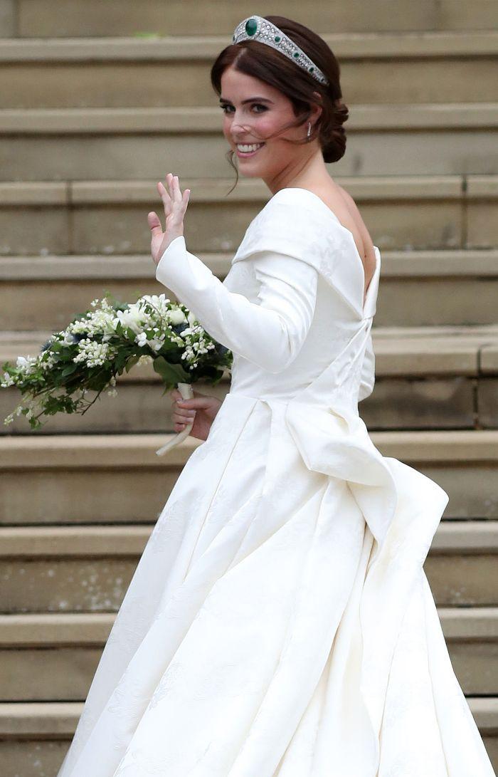 Princess Eugenie S Princess Wedding Dress Was Such A Curveball Royal Wedding Dress Eugenie Wedding Wedding Dresses