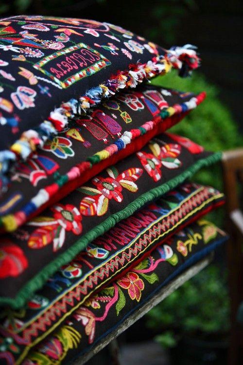 Beautiful patterns- woven or stitched?