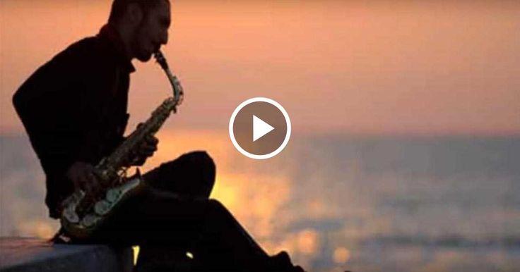 Удивительно красивая и ненавязчивая мелодия, исполненная на таком романтическом музыкальном инструменте, как саксофон.