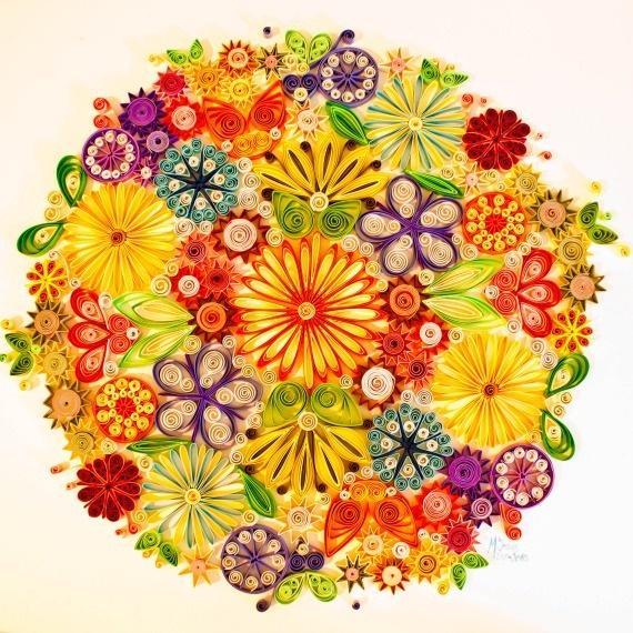 Cuadro Quilling. Círculo de flores. / Azul Cielo Taller de Artesanía - Artesanio
