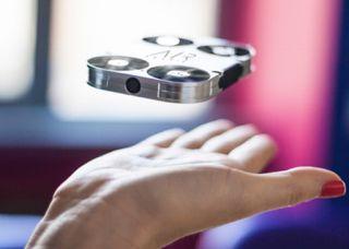 Planet Stars: Airselfie, η μικρότερη ιπτάμενη κάμερα στον κόσμο ...