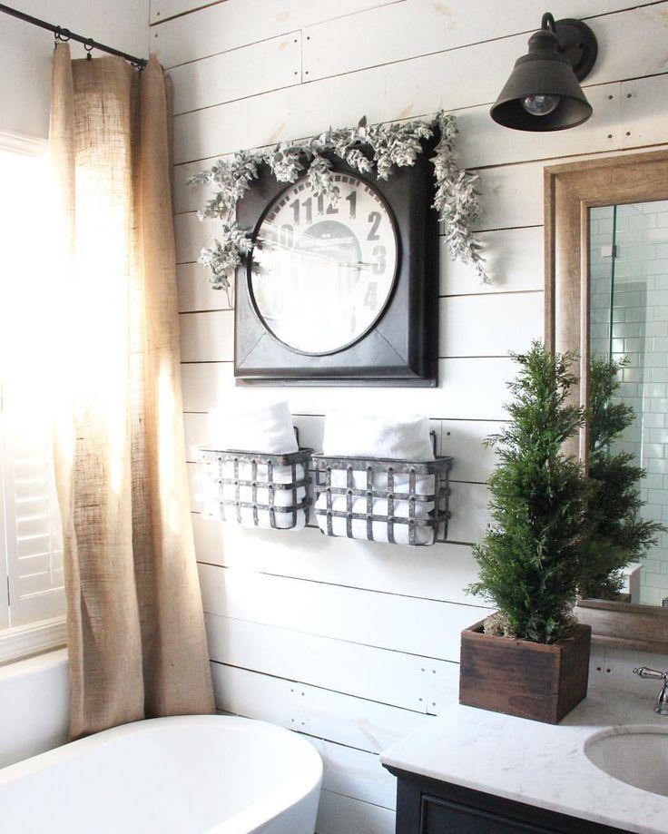 Christmas bathroom | The Rustic Boxwood | shiplap, white, Christmas decor, farmhouse bathroom, farmhouse style, greenery, Christmas greenery