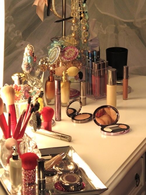 How To Keep Your Beauty Supplies Organized And Pretty | Lovelyish