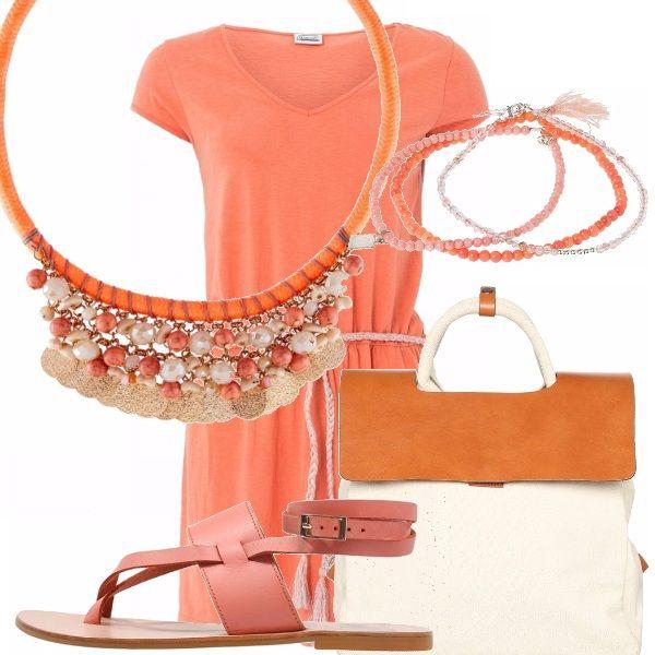 Veloce...vestiti! Rapida e fresca...con l'abitino color arancione con corda in vita. Abbina la borsa zainetto panna e color cuoio, i sandali color mandarino, la collana arancio con perle e monetine e i braccialetti sulle varie tonalità dell'arancio.