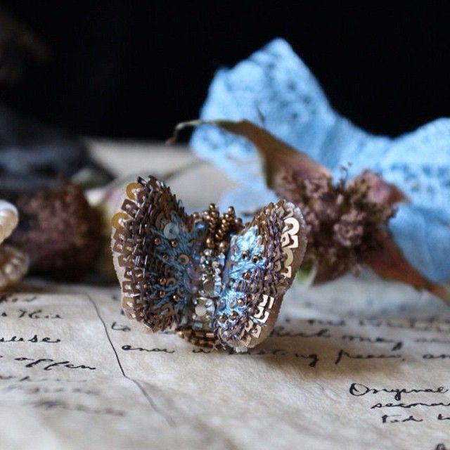 Кольцо с бабочкой #вышивка #ручнаявышивка #ручнаяработа #бисер #кольцо #бабочка #шелк  #бархат #пайетки #swarovski #embroidery #украшение #вышитоеУкрашение #ярмаркамастеров