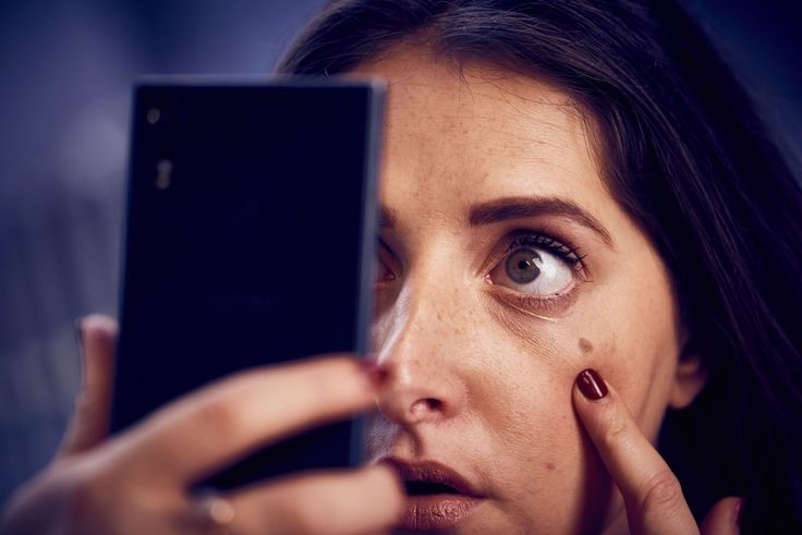 Cell phones are a common mode of communication today. you're putting your skin at risk. #skincare #selfie Know more about #Phone allergy. Read More at