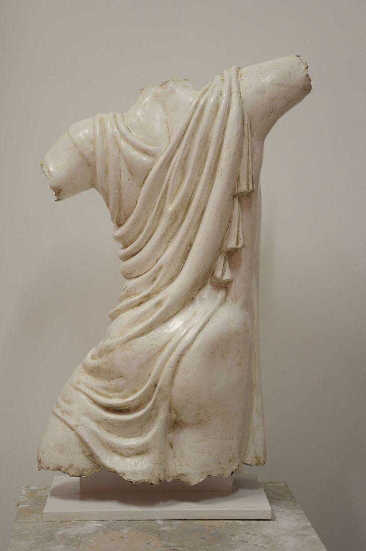 Studio di movimento, scultura in cartapesta di torso maschile antico. Riproduzzione in cartapesta di PolyhedronPaper