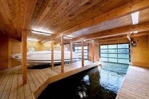 Hem Design: Båt Garage med trä golv glas fönster och vit båt, trähus, lake house design ~ Cool inredning och inspirerande arkitektur och Design, bildfil - OnlyImage.com