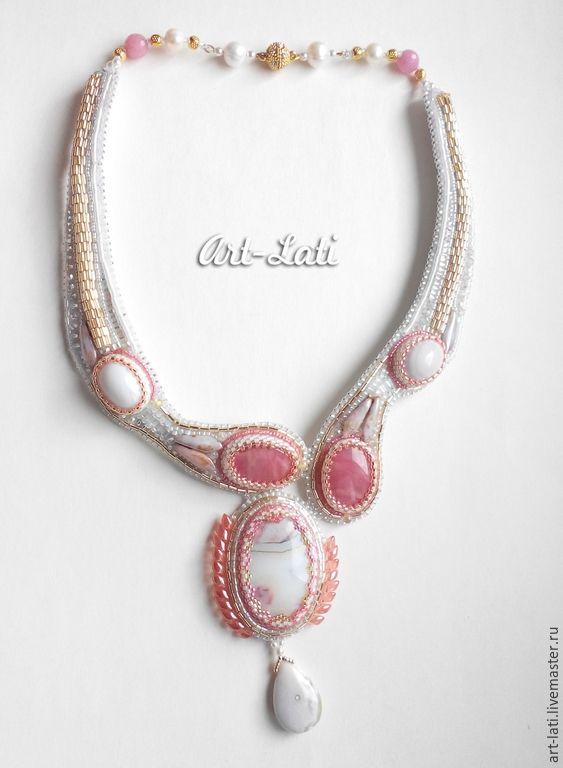 """Купить Колье """"Асимметрия"""" - белый, золотой, розовый, жемчужный, сияющий, серебристый, колье вышитое бисером"""