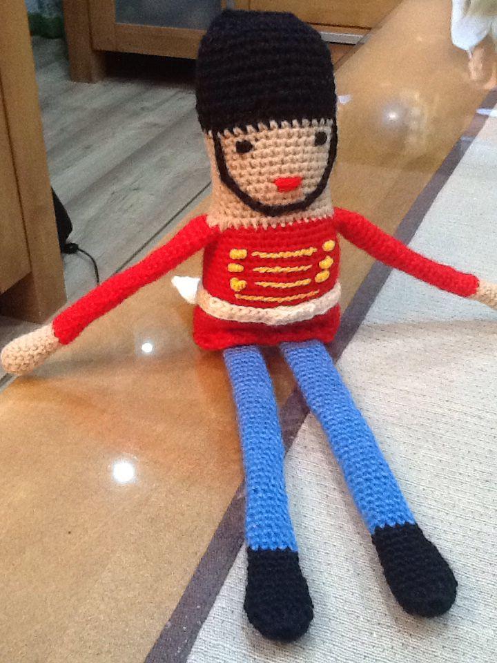áno, máte pravdu, žeby Luskáčik? ... you are right, toy Soldier (The Nutcracker?) ... tienen razón, se parece a Soldadito (¿El cascanueces?) #crochetdoll  #handmade ... щелкунчик?...   made by me / mojimi rukami