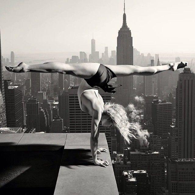 Breath taking. ❤ www.SexyYogaSchool.com ❤ #yogi #yoga #sexyyoga #yogapose