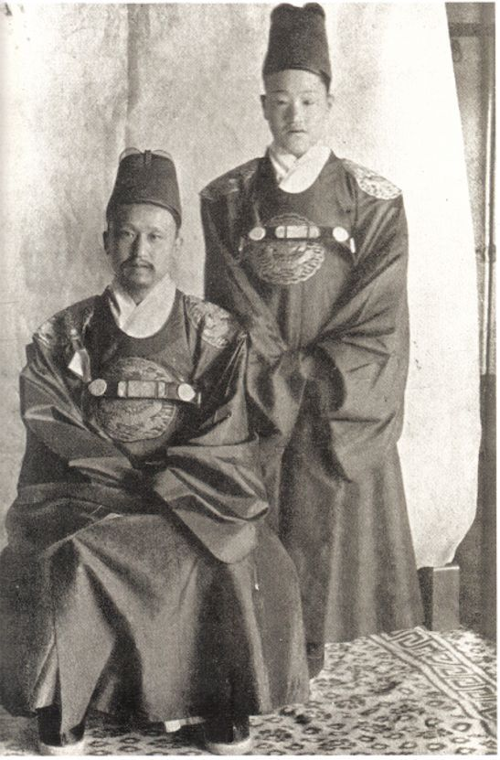 King Kojong and first emperor (Emperor Gwangmu) of the Korean Empire(1852-1919, r.1863-1907) and his son, Sunjong(1874-1926,r. 1907-1910 Emperor Yung-hui) in 1890.