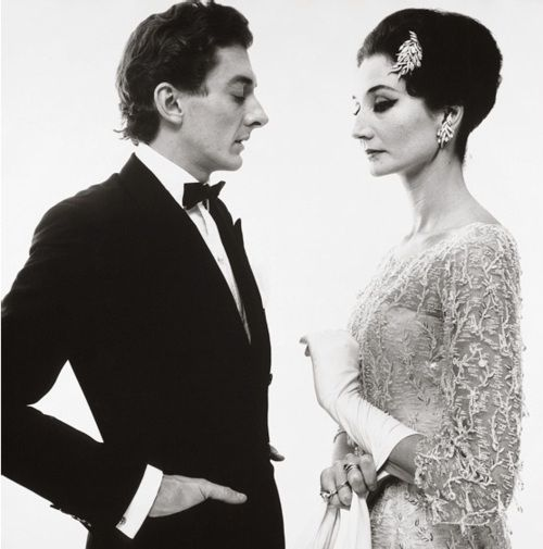 Vicomtesse Jaqueline de Ribes and Raymundo de Larrain, evening dress by Dior, New York (1961) by Richard Avedon