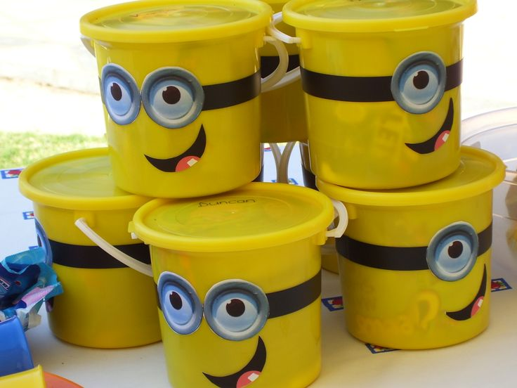 Minion Party buckets for the children to take home.