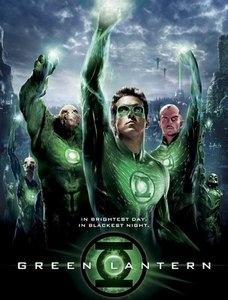 Berkostum hijau dg cincin ajaib berkekuatan besar; itulah yg membedakan Green Lantern dg pahlawan super lainnya