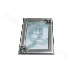 Silver plated Silver Wedding Anniversary photo frame complete with a favour pouch filled with a choice of dragees. A very special and luxury, attractive, italian 25th wedding #anniversary #bomboniere #favour #favor http://www.bombonierashop.com/en/department/11/Gold-and-Silver-Wedding-Anniversary-Favours.html