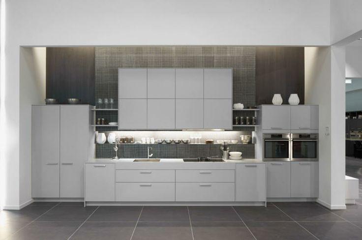 weiße Hochglanz Küchenzeile