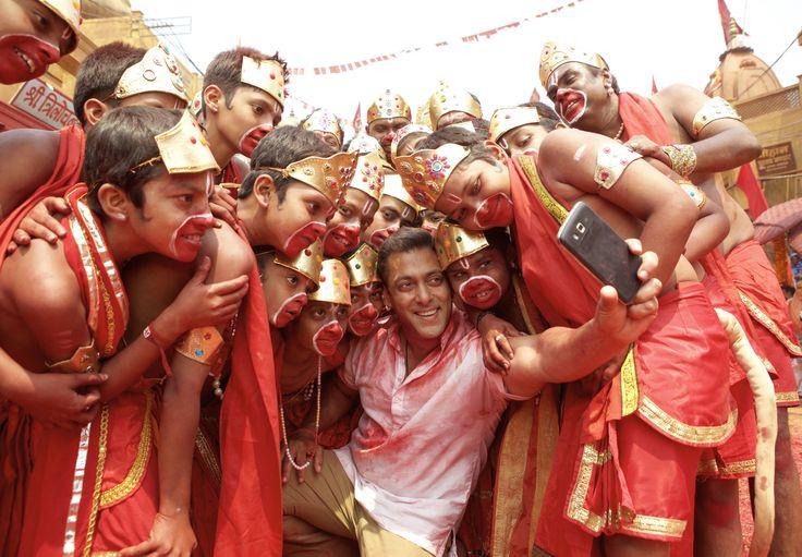 First selfie song of Bollywood in Bajrangi Bhaijaan, selfie song from bajrangi bhaijaan, bajrangi bhaijaan, Nawazuddin Siddiqui, salman khan, kareena kapoor #selfiesong #bajrangibhaijaan #kabirkhan #SalmanKhan #KareenaKapoor