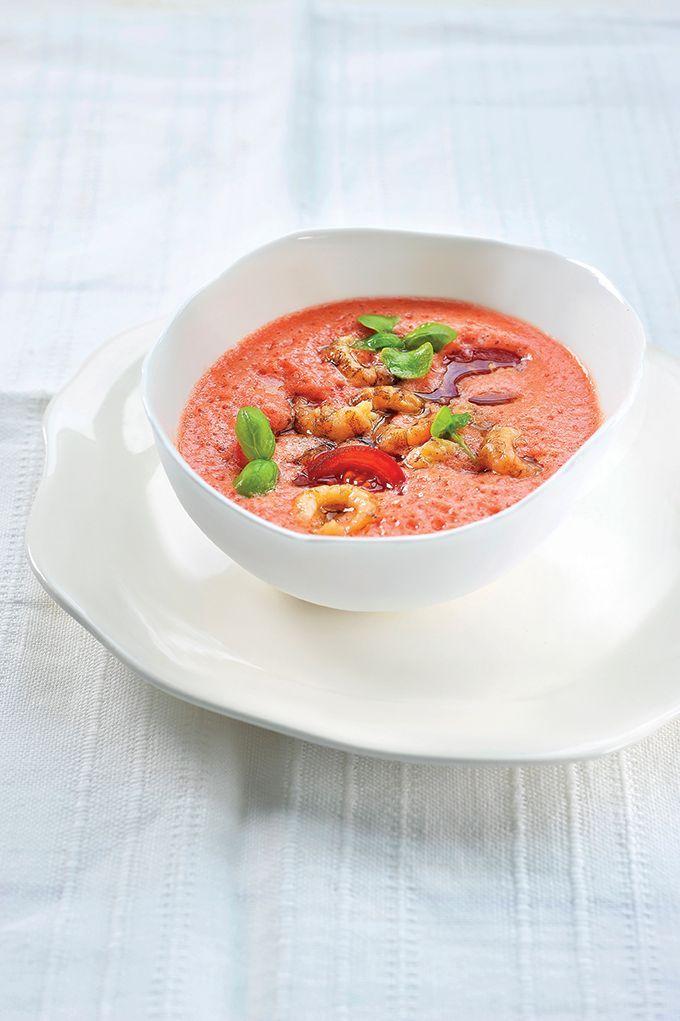 Bereiden:Pel de garnalen. Doe de honingtomaatjes in de sapcentrifuge en vang het sap op. Kruid met peper, zout, rode – en witte wijnazijn, sushiazijn en het sap van een halve limoen. Schuim het sap even op met de mixer.Serveren: Schep een lepel van de tomatenvinaigrette in een bord. Leg er enkele garnaaltjes in en besprenkel met olijfolie. Werk af met vogelmuurkruid.