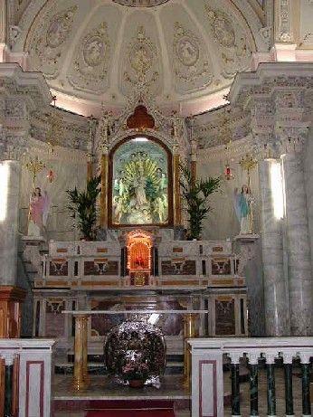 http://www.sangiovannidigerace.com/immagini/altare_.jpg