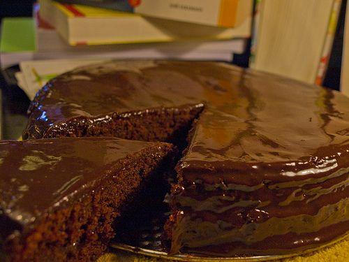 "Tarta de chocolate II - ""Matilda"", Danny DeVito, 1996 http://elcinematofago.blogspot.com.ar/2012/06/tarta-de-chocolate-matilda-danny-devito.html"