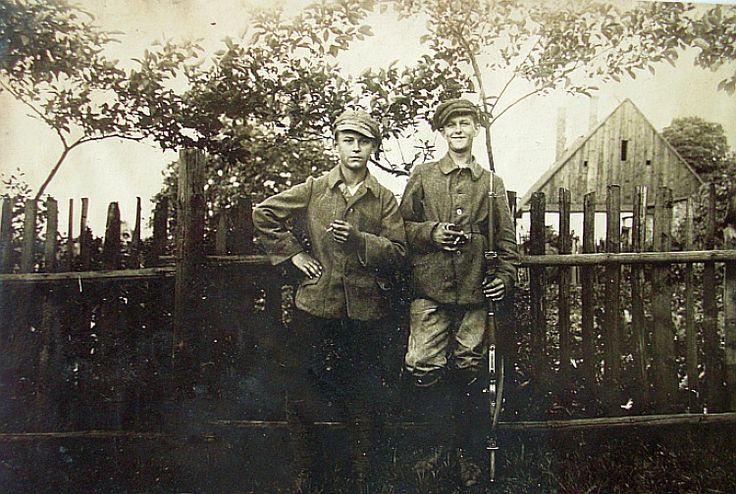 powstańcy z Bogucic   (ze zbiorów Marka Jury) fotka pochodzi z pamiątek po żołnierzu francuskim  z oddziału 27.B.C.A. stacjonującego na Górnym Śląsku podczas plebiscytu i powstania.