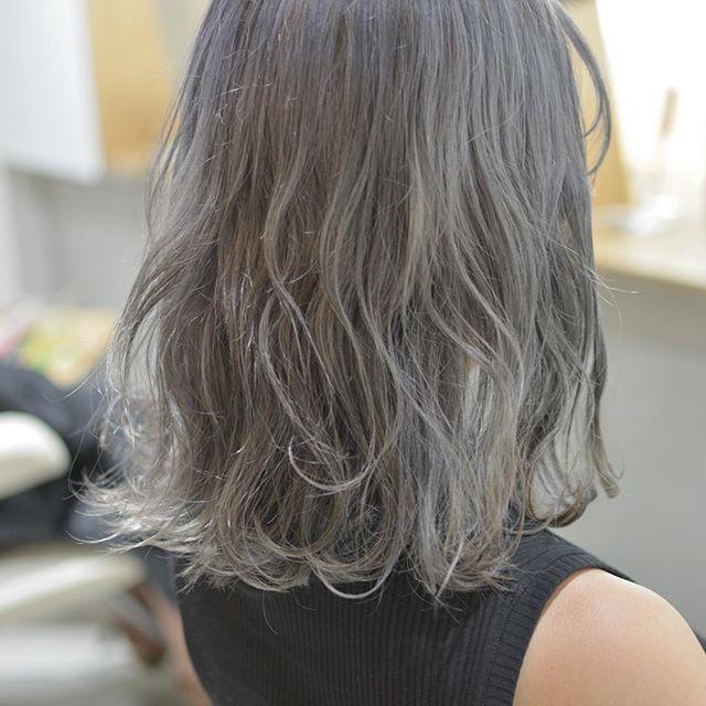 ホワイトグレージュの髪色 見本カタログ 暗め 明るめ グラデも
