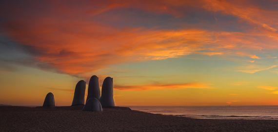 Punta del Este é o balneário mais conhecido do Uruguai, graças às suas belas praias, fabulosos resorts, museus, casinos, diversidade na gastronomia e sua badalada e sofisticada vida noturna. Segundo Revista Forbes 2008, Punta (como carinhosamente é chamada), foi considerada o balneário mais luxuoso da América do Sul. Assim começa nossa jornada de posts falando sobre Punta del Este, acompanhe mais informações em nosso site.  #Puntadeleste #oquefazerempuntadeleste #maldonado #uruguay…